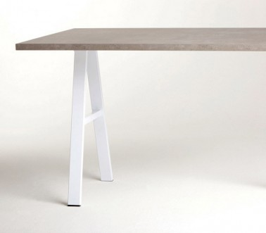 Gamba a cavalletto per tavolo penisola in acciaio Cieffe a forma di A